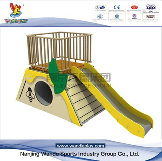 Bee Slide Animal Playset in Backyard per bambini
